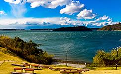 温暖でミネラル豊富な浜名湖は景観も美しい