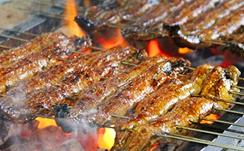炭火でパリッと焼かれた関西風蒲焼は絶品