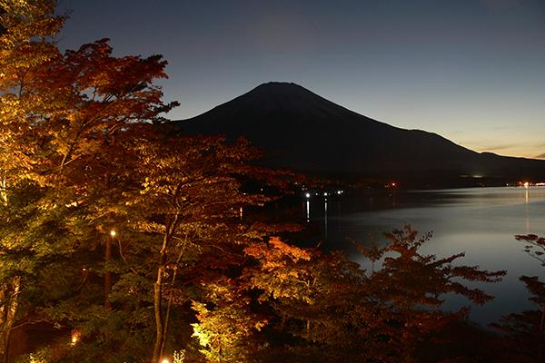 夕焼けの渚紅葉まつり