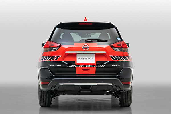 「CROWD FUNDING2020」のロゴがデザインされた車両後部