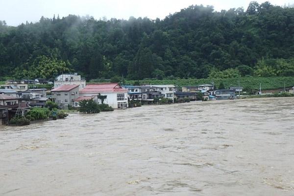 大江町左沢 (最上川・氾濫状況)
