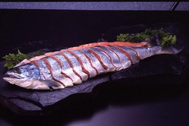[A-069]ひぐまも喜ぶ!新巻鮭(切身4分割)