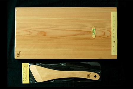 【0202-A18】吉野桧うす型軽量まな板・ターナセット《吉野杉・桧の木工房エンゲルベルク社》
