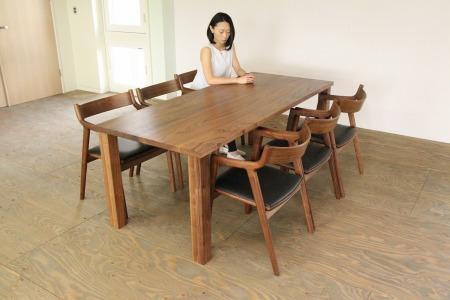 K-3:【ふるさと納税限定モデル】津別町×山上木工テーブル(楢)[137305]