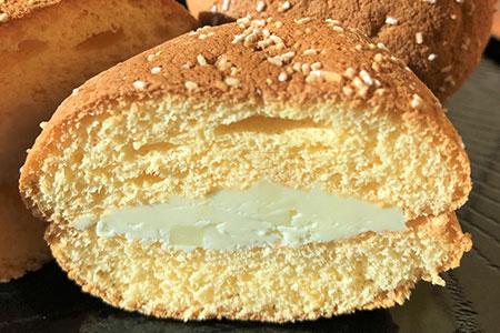 フレッシュバターとチーズが絡み合う濃厚ブッセ