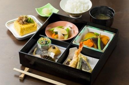 17.三笠高校生レストラン「まごころきっちん」食事券(2名分)