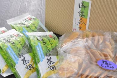 16. 江戸時代から続く茶園より、煎茶・芽茶・抹茶の絶妙ブレンド茶200g4本と、お茶のおともに老舗醤油屋の醤油煎餅をセットでどうぞ