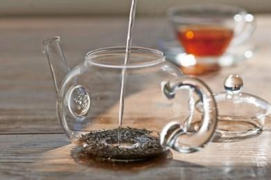 24.☆世界で愛されるHARIO☆茶葉の香りが華ひらく ジャンピングティーポット・ドナウ800ml TDG-4