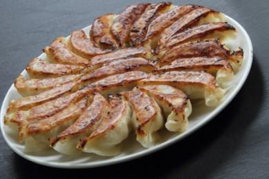 55.手づくりならではの温もりと国産食材を使用した安心をご家庭に!皮からすべて手作りのPREMIUM餃子120個