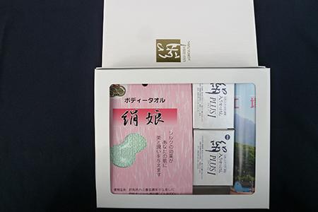 【2601-0008】 絹製ボディタオルとシルクパウダー入り石けんセット
