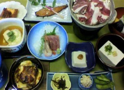 k - 刺身・猪鍋と豆腐会席・地酒とビール1本付き、ペア宿泊券