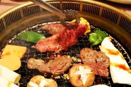 【2600-0334】 5等級飛騨牛 モモ又はカタ肉 焼肉用 約800g