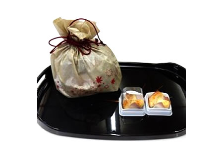 【2607-0002】焼き菓子 銘菓・かぶちまつたけをシックな巾着袋に入れてお届け。全国菓子大博覧会で名誉総裁賞受賞!
