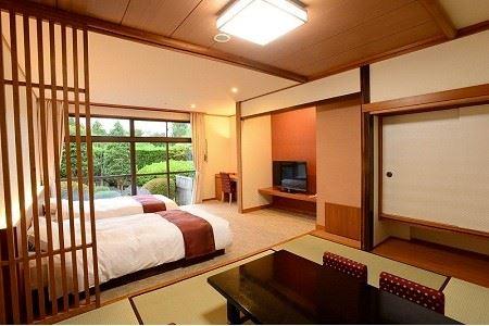 110-002 京急ホテル 土日祝利用可能! 1泊2食付 ペア宿泊券