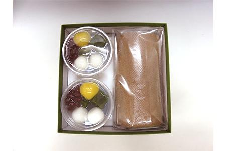 【2621-0070】お茶屋の宇治抹茶ゼリー、宇治ほうじ茶ロールケーキ、近江茶・朝宮茶計3袋の詰め合わせ
