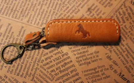 馬焼印のリップケース ダークブラウン