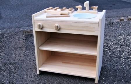 099H183 手作り木製 ままごとキッチン 棚の着いたKHM-C 素材色バージョン