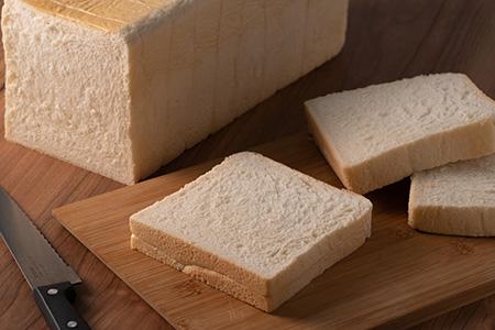 無添加特上生クリーム食パンとバターロール18個セット【05004】