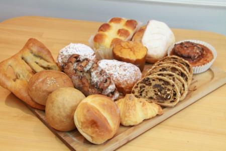 国産小麦とバターを使った パンいろいろ詰合せ1回(ハード系パン6~10個入)A-208