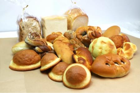国産小麦とバターを使った 苺屋パンの定期便3回 C-141