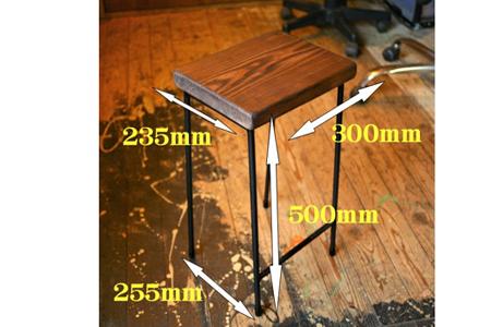 鉄職人の作る素朴なスツール(ばすぷすん工房)