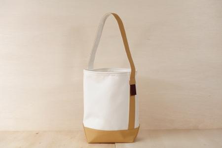 縦型トートバッグ SLANT BAG(スラントバッグ) ホワイト×ベージュ