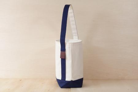 縦型トートバッグ SLANT BAG(スラントバッグ) ホワイト×ネイビー