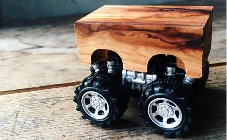 木製 モンスターミニカー後ろに引くとビュンと走る(2台セット在庫から選択)