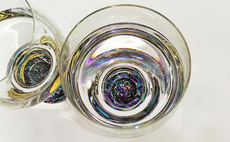 本漆・螺鈿ペアワイングラス(230ml) 大正2年創業・老舗仏壇店の技術 ペア セット 酒器 杯 職人 おしゃれ ガラス 贈り物 ギフト 富山 魚津漆器