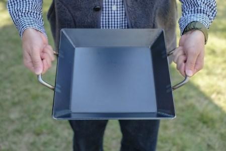 究極の極厚グリルプレート【厚さ4.5mm・大サイズ30cm×30cm・ファミリー用】アウトドア(キャンプやBBQ)で大活躍☆IH可