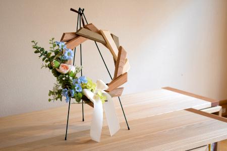【オークヴィレッジ】あたたかい色合いの寄木のリース〔国産材 木製家具〕 d549