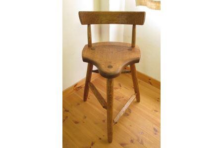 L-1 ギタリストのための椅子(ギター演奏用椅子)