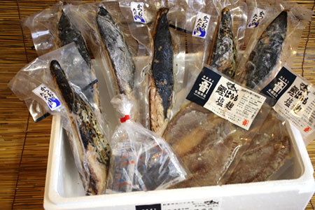 203-147 炭火焼・かつお炙り(約1.7kg) と かつお塩麹 詰め合わせ