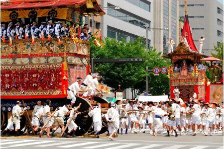 祇園祭(7月1日~31日)~豪華な33基の山鉾~