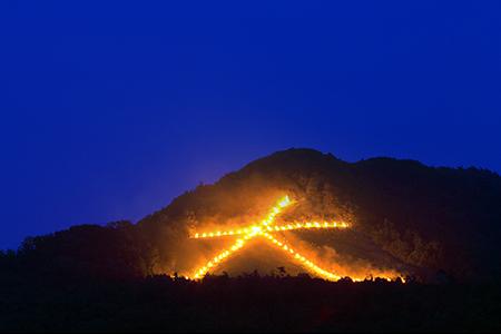 京都五山送り火(8月16日)~浮かび上がる祈りの炎~