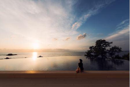 ④足湯から眺める太平洋の夕日