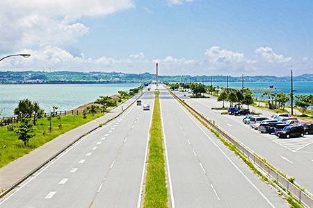 海中道路 ~エメラルドグリーンを渡る~