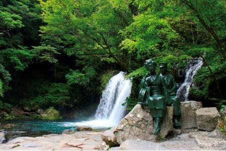 天城山より流れる七つの個性あふれる滝