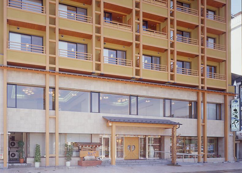 富士河口湖温泉 『花水庭おおや』は、河口湖の湖畔にある純和風の温泉旅館です。