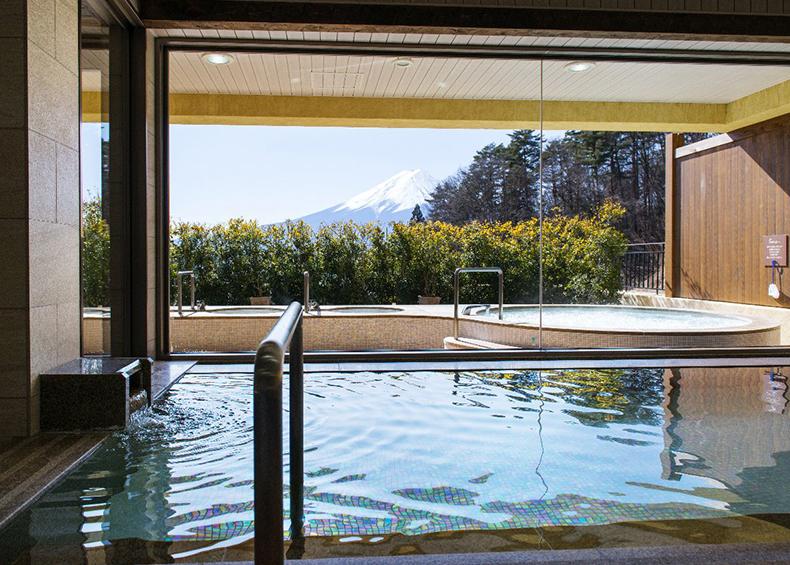 富士山に一番近い場所に造られた天然温泉大浴場。