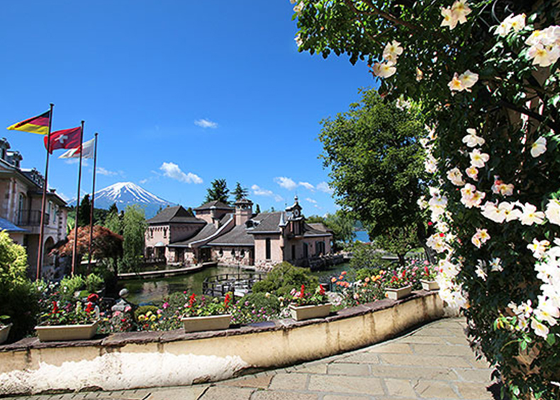 【河口湖オルゴールの森】 有名観光施設。感動の富士山に出逢える音楽と花の楽園。