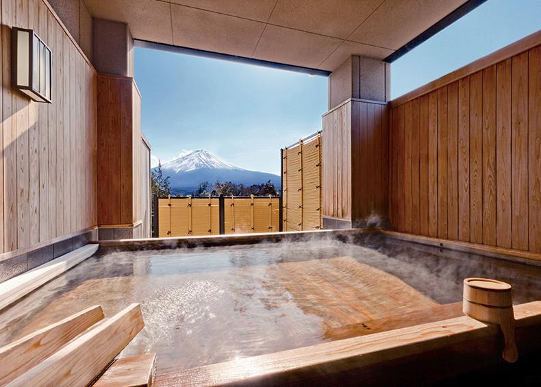 時の移ろいの中で刻一刻と表情を変える富士山の雄姿は、日本の心 そのものです。