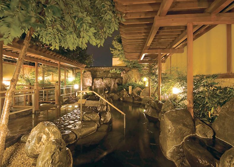 露天風呂では珍しいジャグジー風呂、陶器風呂など趣向を変えたお風呂が自慢の庭園露天風呂。