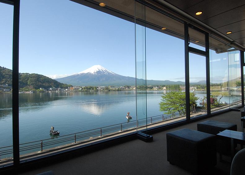 四季の富士のパノラマと河口湖の景色を楽しみながら、河口湖の温泉を満喫できる