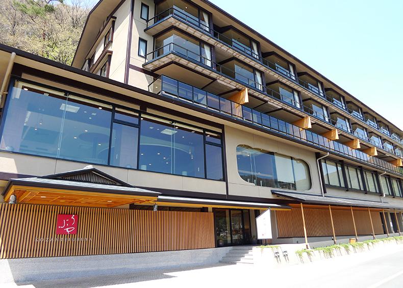 富士山と河口湖が一望できる限られた旅館の一つでございます。