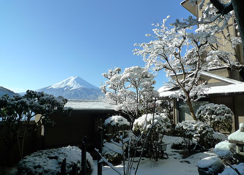 四季折々、朝夕に刻々と表情を変える富士の雄姿を目前にご覧いただけます。