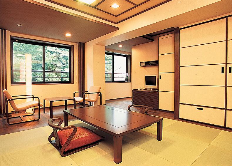 心地よい和の趣あふれる和室。各種広さがございます、ご宿泊人数様に併せてゆっくり おくつろぎいただけるお部屋をご用意いたします。