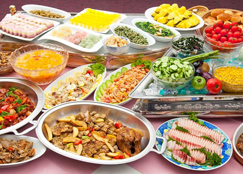 お子様から大人の方まで楽しめる、 和洋中バイキング!多彩な料理に大満足。