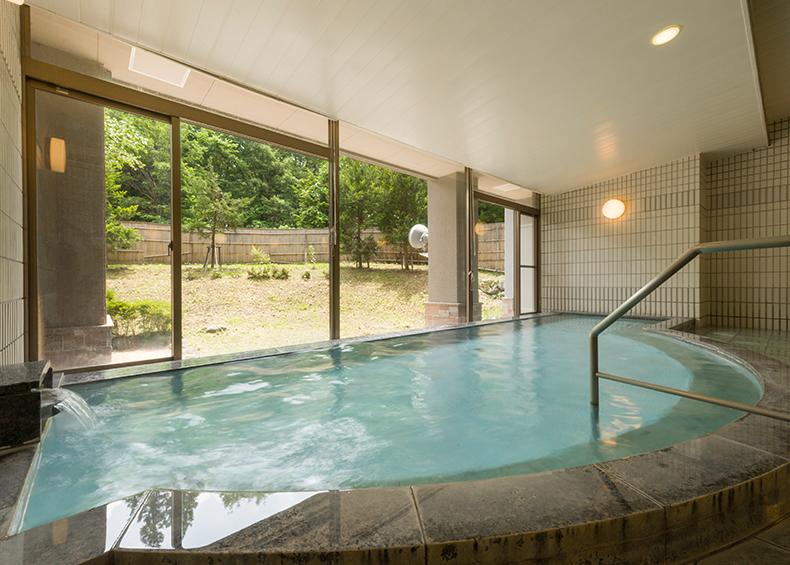 露天風呂付きの大浴場は天然の白馬八方温泉(アルカリ性単純温泉)となっております。