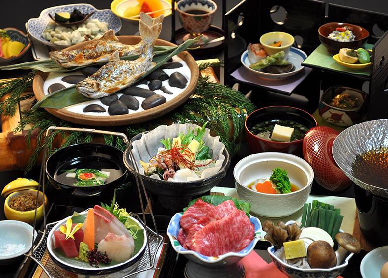 四季折々の旬の食材を活かした会席料理をご堪能ください。